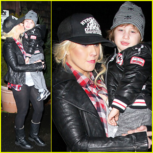 Christina Aguilera: Kisses For Max In New Jersey!