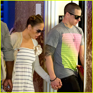 Jennifer Lopez & Casper Smart: Holding Hands in Miami!