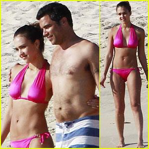 Jessica Alba: Hot Pink Beach Bikini!