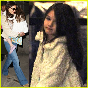 Katie Holmes & Suri Head to the Heliport