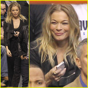 LeAnn Rimes Cheers on the Dallas Mavericks