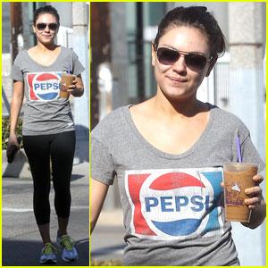 Mila Kunis: Vintage Pepsi T-Shirt!