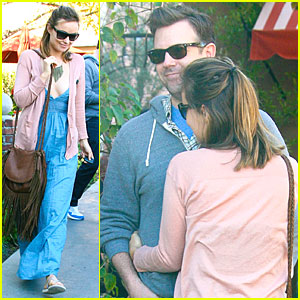Olivia Wilde & Jason Sudeikis Hug It Out