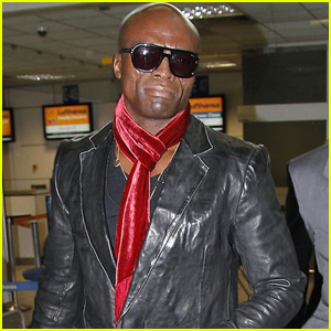 Seal Still Wearing Wedding Ring in France