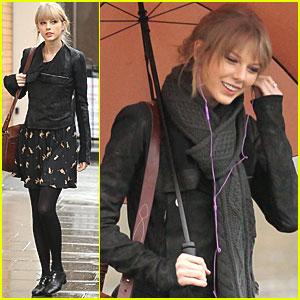 Taylor Swift Visits Princess Diana Memorial Fountain