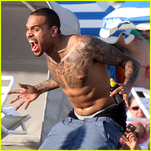 Chris Brown: Shirtless in Miami Beach!