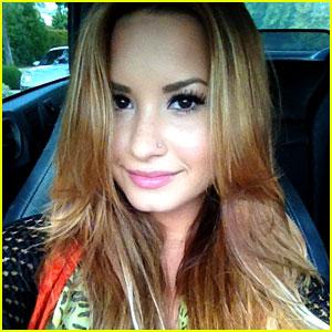 Demi Lovato Debuts New Blonde 'Do!