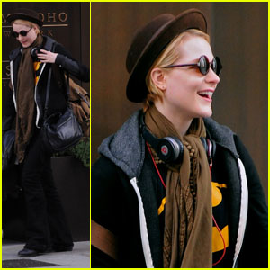 Evan Rachel Wood: Hotel Checkout!