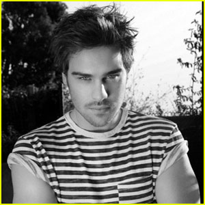 Grey Damon: 'Bello' Mag Man!
