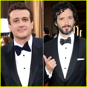 Jason Segel & Bret McKenzie - Oscars 2012 Red Carpet