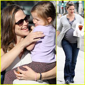 Jennifer Garner: Busy Mom!