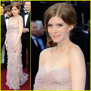 Kate Mara - Oscars 2012 Red Carpet
