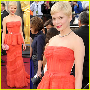 Michelle Williams - Oscars 2012 Red Carpet