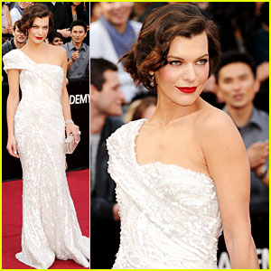 Milla Jovovich - Oscars 2012 Red Carpet