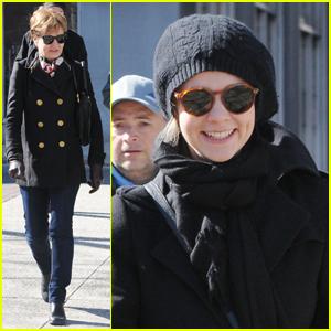 Carey Mulligan: Walk with Mom!