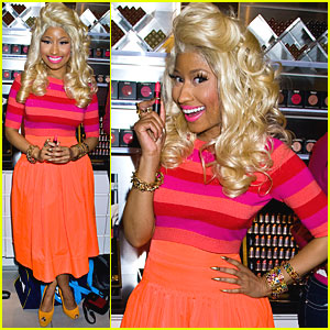 Nicki Minaj: MAC Store Appearance!