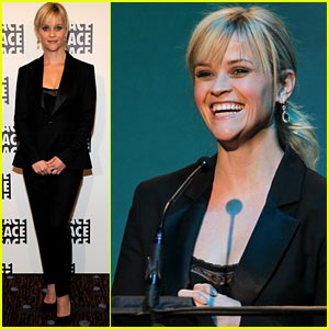 Reese Witherspoon: Ace Eddie Awards Presenter!