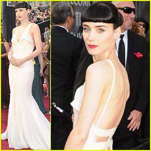 Rooney Mara - Oscars 2012 Red Carpet