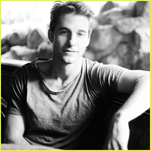 Scott Speedman: JustJared.com Exclusive Interview!