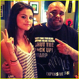 Selena Gomez Debuts New Tattoo
