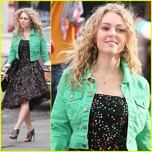 AnnaSophia Robb: 'The Carrie Diaries' 80's Cutie!