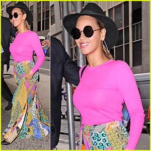 Beyonce: Colorful Outfit in NYC!