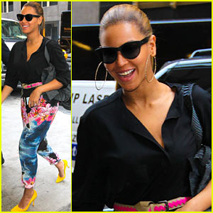 Beyonce: Floral Pants Pretty in NYC!