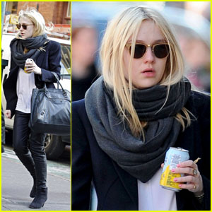 Dakota Fanning: Leather Pants!