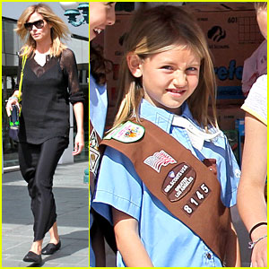 Heidi Klum Sells Girl Scout Cookies with Leni!