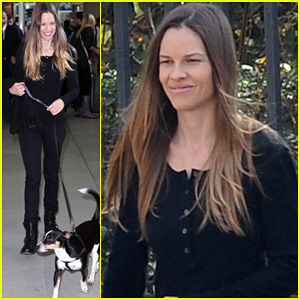 Hilary Swank: Charles de Gaulle Arrival!
