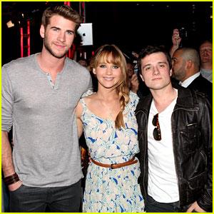 Jennifer Lawrence Kicks Off 'Hunger Games' Mall Tour