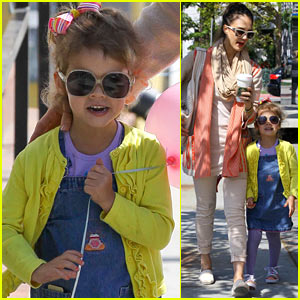 Jessica Alba & Honor: Sunday Shoppers!