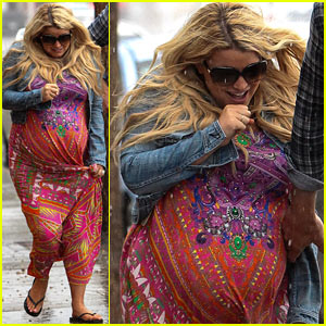 Jessica Simpson: Caught In the Rain!