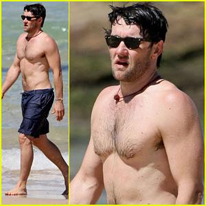 Joel Edgerton: Shirtless Dip at Bondi Beach!