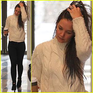 Katie Holmes: Wet Hair on Wednesday Morning