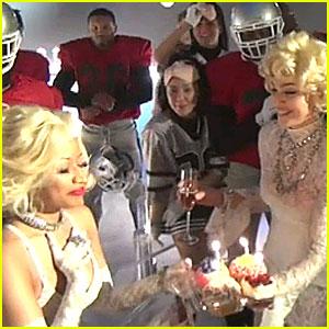 Madonna & Nicki Minaj Kiss - WATCH NOW