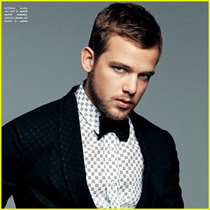 Max Thieriot: Engaged to Lexi Murphy!