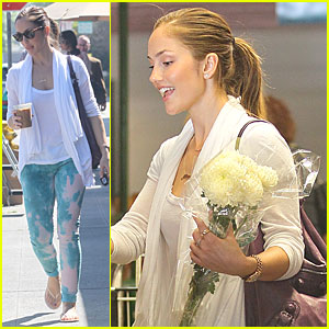 Minka Kelly: Fresh Flowers in Beverly Hills