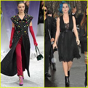 Miranda Kerr: Chanel Show at Paris Fashion Week!