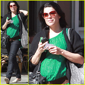 Neve Campbell: Pregnant!