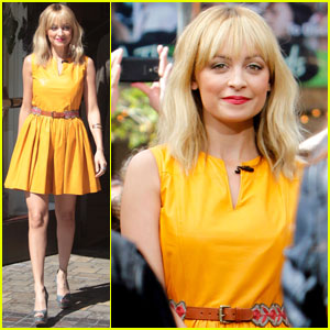 Nicole Richie: 'Extra' at The Grove!