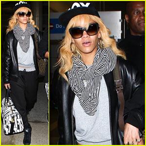 Rihanna: LAX Touchdown!