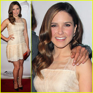 Sophia Bush: Pretty in Peach!