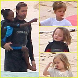 Angelina Jolie & Brad Pitt: Galapagos Getaway!