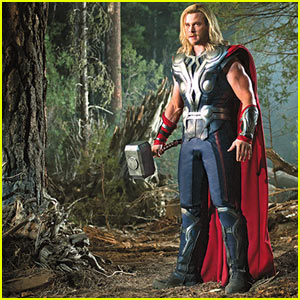 Chris Hemsworth: New 'Avengers' Stills!