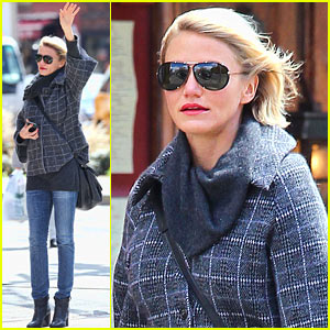Cameron Diaz Tries To Catch A Cab!