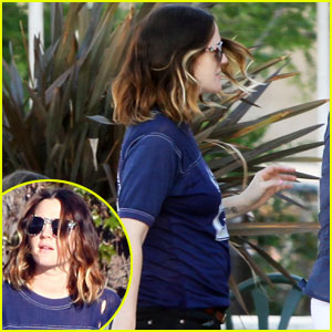 Drew Barrymore Shows Off Baby Bump?