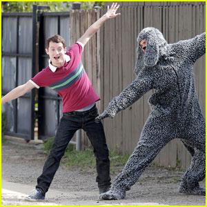 Elijah Wood is 'Singin' in the Rain'!