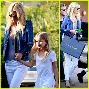 Gwyneth Paltrow: Shopping with Apple!