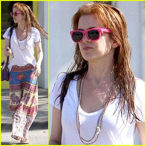 Isla Fisher: Wet Hair & Neon Sunglasses